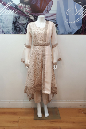 Light pink outfit with dori thread work