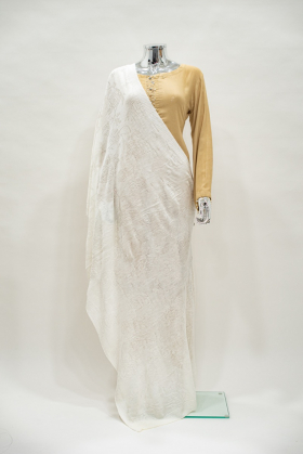 Wool shawl with knitted patterns in cream