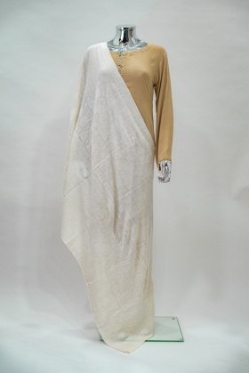 Knitted patterned cream shawl in cream