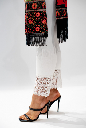Off white linen leggings with a crotchet style lace ankle band
