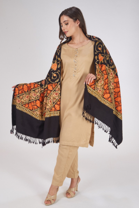 Black shawl in wool with thread-work embroidery